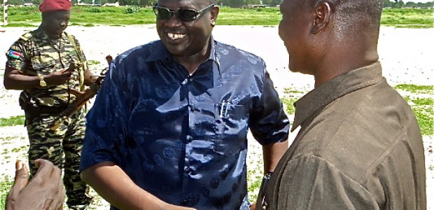 South Sudan Vice President Riek Machar (center) with Unity State Governor Taban Deng Gai (right).