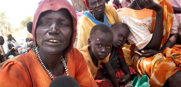 An internally displaced woman waiting for assistance in Jaac (01.05.2012).
