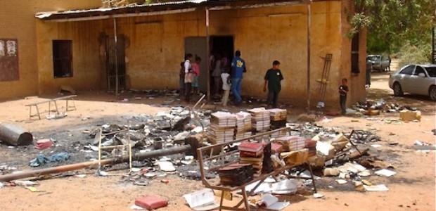 كنيسة مسيحية بعد حرقها في منطقة الجريف، شرق الخرطوم. (2012\\04\\27).