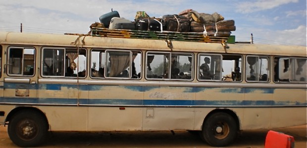 A loaded bus about to leave Bentiu for Juba (10.05.2012).