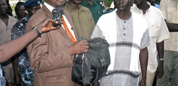 Director General of the Directorate of Nationality, Passport and Immigration, Augustino Maduot Parek (left), donates 100,000 SSP on behlaf of his directorate (13.05.2012).