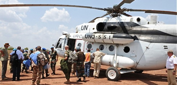 Personnel from the UN Mission in South Sudan (UNMISS) arrive in Mayom, Unity State, to evacuate wounded civilians after a series of air strikes (16.04.2012).