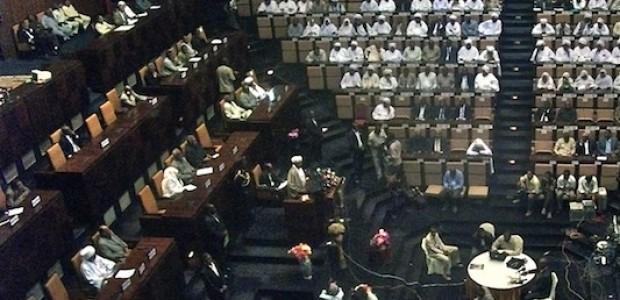 الرئيس السوداني عمر البشير يخاطب جلسة البرلمان ويعلن الإجراءات الإقتصادية يوم 18 يونيو.