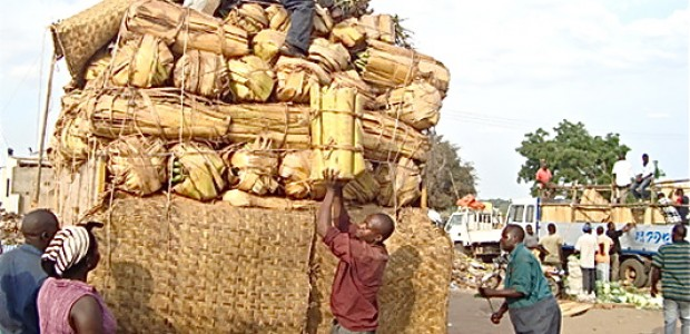 East African traders offloading their goods in Juba.