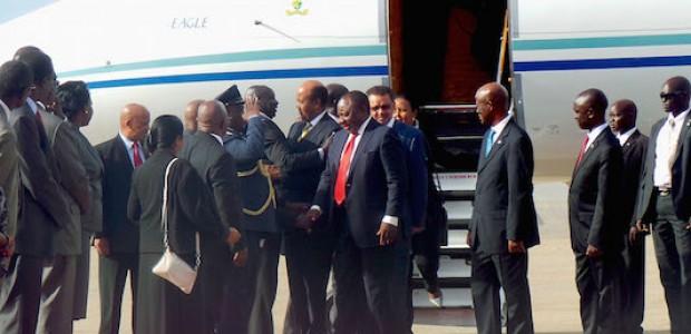 المجموعة لحظة نزولها من الطائرة  قادمة من نيروبي، فاتح  يونيو، 2015.