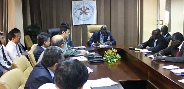 ستيفن ديو داو مترئساً اجتماعاً في جوبا، 4 أكتوبر.