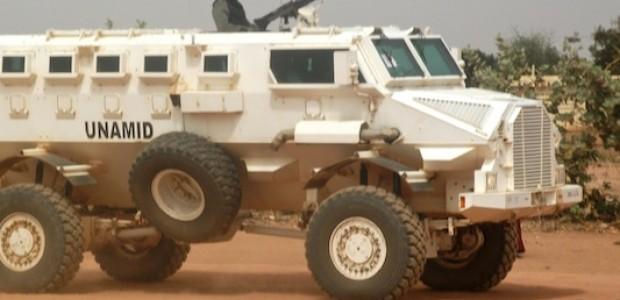 رغم كل التحصينات، تظل قوات اليوناميد ضعيفة وعاجزة أمام حفظ الأمن في دارفور، معسكر كريندينق 2 للنازحين شرق الجنينة، يناير 2013