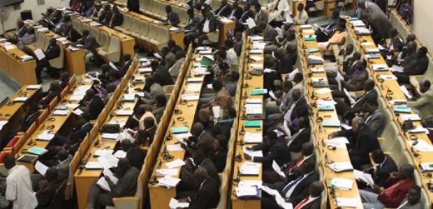 نواب برلمان جنوب السودان في جوبا خلال الجلسة المنعقدة في 19 يونيو 2012.
