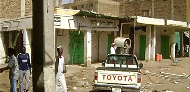 عرف سوق كسلا شللا تاما نتيجة لخوف التجار من أي انفلات أمني يؤدي إلى تدمير ممتلكاتهم أثناء احتجاجات سابقة في شهر يونيو الماضي.