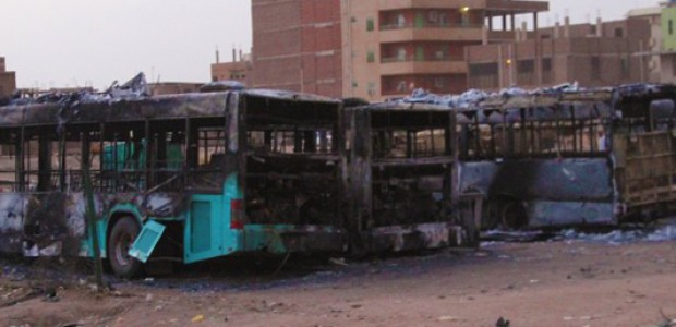 حوادث تخريب الممتلكات وحرق محطات الوقود أدى إلى انقسام الشارع ما بين الحرص على تأمين الممتلكات وبين الخروج إلى الشارع.