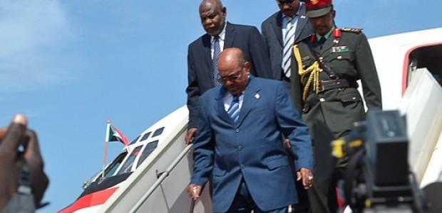 الرئيس السوداني عمر البشير يصل إلى مطار جوبا الدولي يوم الثلاثاء 23 أكتوبر.