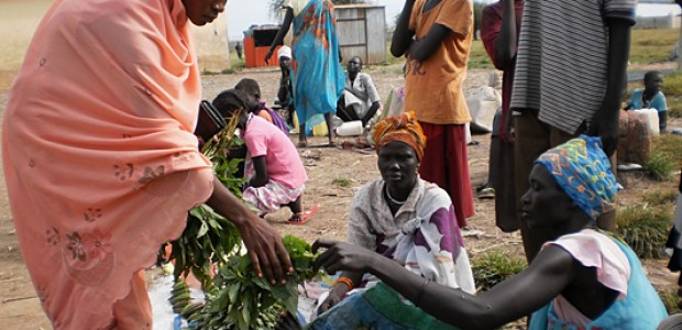 Whilst many communities in Unity State coexist peacefully, inter-communal clashes still occur in some parts: Women trading peacefully in Kalibalek market in Bentiu, October 5, 2012.