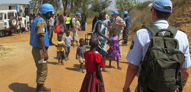 Civilians arriving at the UNMISS compound adjacent to Juba International Airport to take refuge from fighting that broke out in the capital Juba on the evening of December 15.