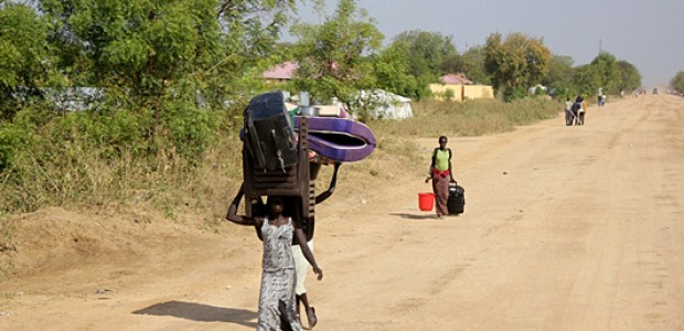 Civilians in Bor returning home after a week in refuge at the UNMISS compound in Jonglei State's capital, Dec. 25.