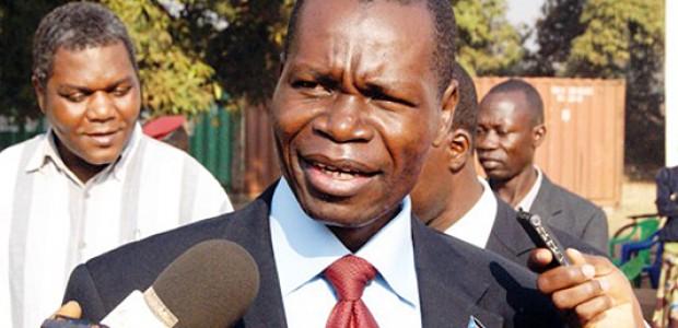 حاكم ولاية غرب الاستوائية بانغاسي جوزيف باكوسورو يتحدث إلى الصحافة في يامبيو، 19 يناير.
