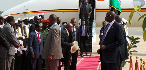 Uganda's President Museveni arrives in Juba, December 30, 2013.