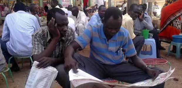 أنور (يمين) وفيليب  في سوق عربي، فاتح مايو.