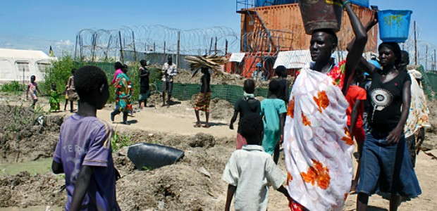Children and women outside the UNMISS camp in Bentiu, October 10.