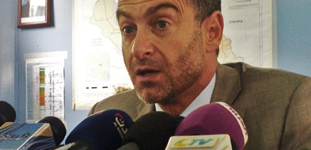 UN Relief Coordinator Toby Lanzer briefing journalists in Juba on the worsening humanitarian situation in South Sudan on August 28, 2014.