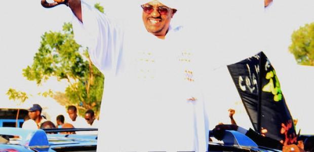 الرئيس السوداني عمر البشير عند عودته من الرياض بعد تلقيه للعلاج هناك، 14 نوفمبر، 2012.