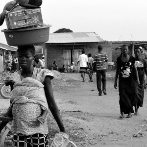 A woman returns after selling her goods at the market in Morobo, February 26, 2015. (photo: The Niles | Ochan Hannington)