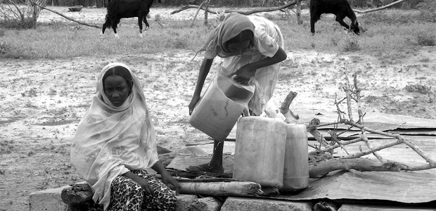 Girls fetching water in Sudan's Kordofan region, Sept. 26, 2012. (photo: The Niles | Mohamed Hilaly)