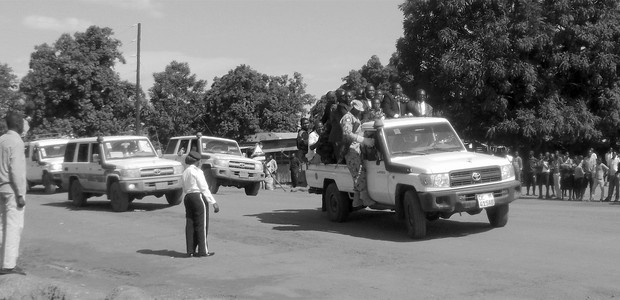 A convoy with government officials drives through Yei in 2015. (photo: The Niles | Alison Lemeri)