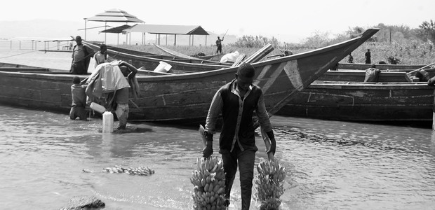 Transporting people and goods on the Nile is an important source of income for many entrepreneurs living along the river. (photo: The Niles | Mugume Davis)