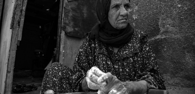 A women prepares bread dough in Egypts's capital Cairo. (photo: The Niles | Asmaa Gamal)