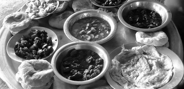 An assortment of Sudanese dishes. (photo: bitalsudan2010.blogspot.com)