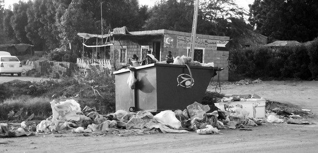 Waste management: not high on the agenda in Khartoum. (photo: The Niles | Elzahraa Jadallah)